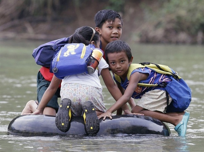 perjalanan-siswa-ke-sekolah-dari-berbagai-negara-berat-dan-mengerikan-termasuk-indonesia0