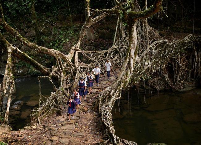 perjalanan-siswa-ke-sekolah-dari-berbagai-negara-berat-dan-mengerikan-termasuk-indonesia7