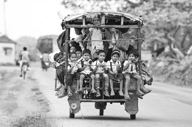 perjalanan-siswa-ke-sekolah-dari-berbagai-negara-berat-dan-mengerikan-termasuk-indonesia9